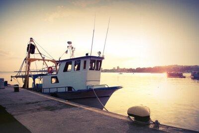 Nálepka Průmyslový rybářská loď kotvící v přístavu. Vintage osočil fotografie