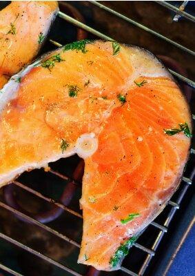 Nálepka Pstruh steak smažený na grilu.