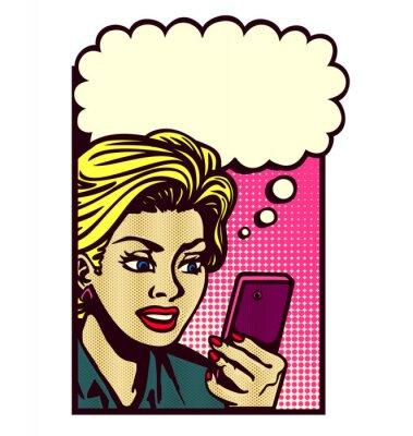 Nálepka Retro komiksový styl žena při pohledu na telefonu, posílání SMS zpráv, čtení textové zprávy, SMS a myšlení s bublinu vektor vinobraní pop art ilustrační