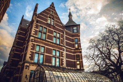Nálepka Rijksmuseum je nizozemská státní muzeum věnované umění a historie v Amsterdamu. Muzeum se nachází v muzeu náměstí ve čtvrti Amsterdam jihu, v blízkosti Van Gogh Museum.
