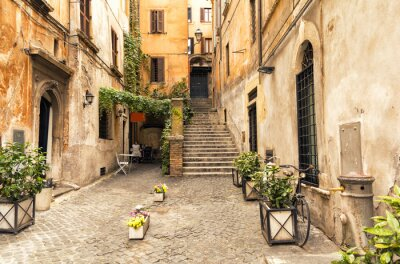 Nálepka romantická ulička ve staré části Řím, Itálie