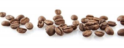 Nálepka Rozptýlené kávová zrna v souladu na bílém