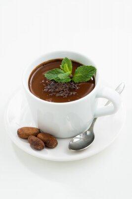 Nálepka šálek s horkou čokoládou mátou na bílém stole, vertikální