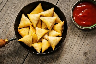Nálepka Samosas - Popular Indian deep fried snack with potato filling and covered with crispy crust