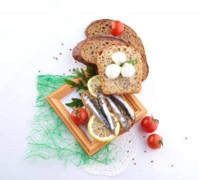 Nálepka sardinky na plátek chleba