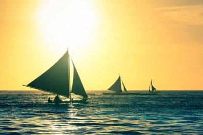 Nálepka Silueta typických plachetnic při západu slunce na ostrově Boracay Filipíny