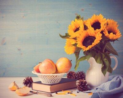 Nálepka Slunečnice kytice v bílé váza s jablky