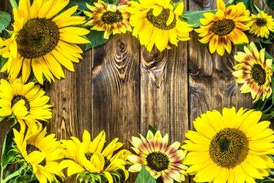 Nálepka Slunečnice na rustikální dřevěné pozadí. Květiny pozadí.