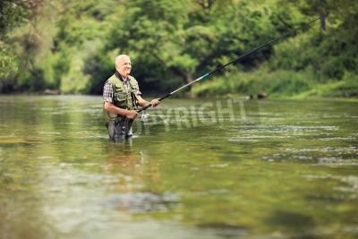 Nálepka Starší rybář rybaření v řece s rybářským prutem