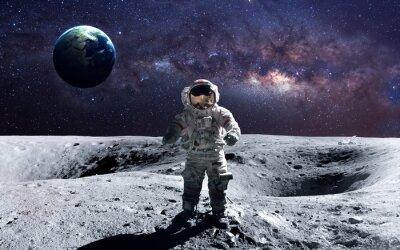 Nálepka Statečný astronaut na spacewalk na Měsíci. Tyto obrazové prvky zařízen NASA.