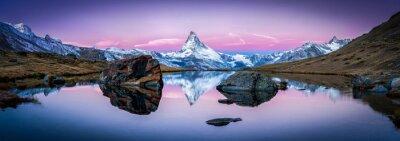 Nálepka Stellisee in der Schweiz mit Matterhorn im hintergrund Panorama