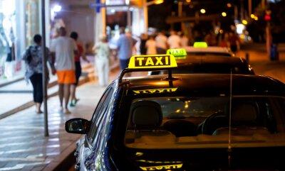 Nálepka Taxi podepsat v noci
