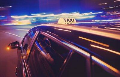 Nálepka Taxi přijetím doleva v noci