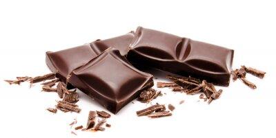 Nálepka Tmavé čokoládové tyčinky stack s drobky izolovaných na bílém
