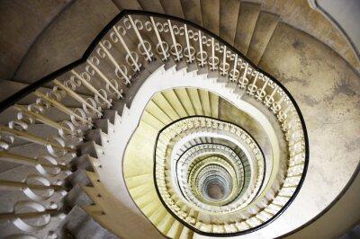 Nálepka Točité schodiště v interiéru vysoké budovy