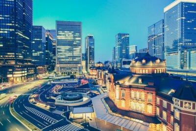 Nálepka Tokio nádraží a Tokio výškové budovy v soumraku