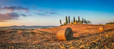 Nálepka Toskánsko krajinu s statku při západu slunce, Val d'Orcia, Itálie