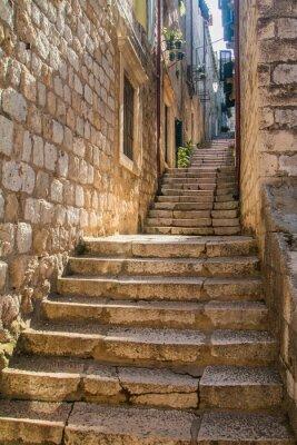 Nálepka Úzká ulice a schody na Starém Městě v Dubrovníku, Chorvatsko, středomořská okolní