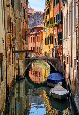 Nálepka Úzký kanál ulice v Benátkách, Itálie