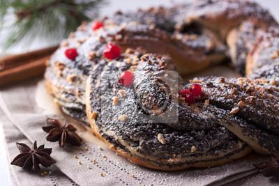 Nálepka Vánočka s ořechy, mákem a brusinek.