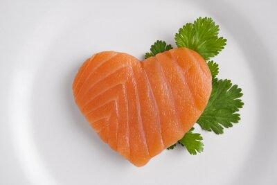Nálepka Ve tvaru srdce z lososa na bílém talíři