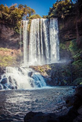 Nálepka Velký krásný vodopád v parku Dambri, Vietnam