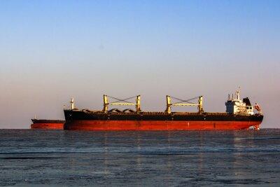 Nálepka velký tanker ve frontě pro nakládku ropy v ledovém moři