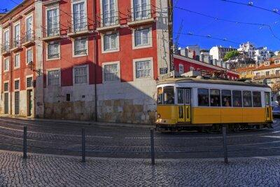 Nálepka Vintage Lisabon tramvaj na městské ulici
