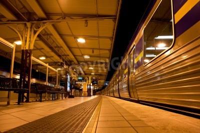 Nálepka Vlak zastavil na vlakovém nádraží v noci