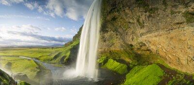 Nálepka vodopád padající z nebe na Islandu