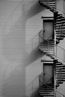 Nálepka Wendeltreppe / Eine Wendeltreppe und Feuerleiter eines Industriegebäudes