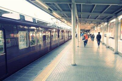 Nálepka 駅 の ホ ー ム と 通勤 す る ビ ジ ネ ス マ ン