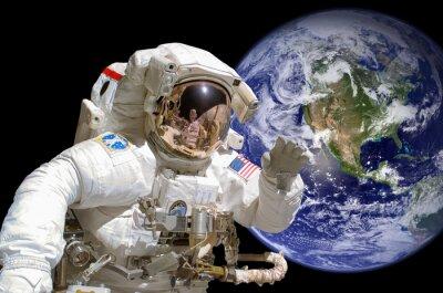 Nálepka Zblízka astronaut ve vesmíru, země v pozadí - prvky tohoto obrázku jsou poskytovány NASA
