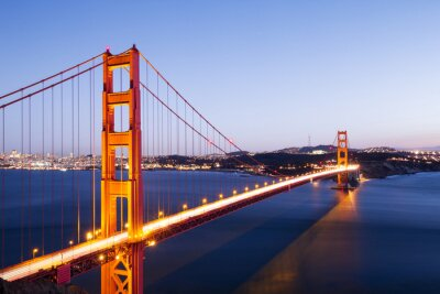 Nálepka zlatá brána most v modré obloze za svítání