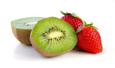 Nálepka zralé a šťavnaté kiwi a jahody close-up