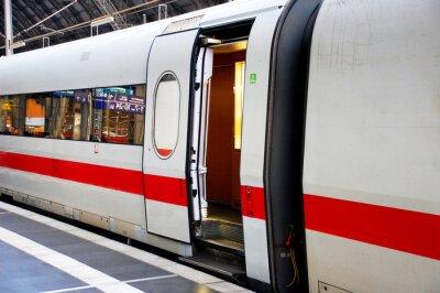 Nálepka Zug im Bahnhof mit Offener Tür
