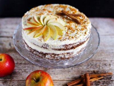 Obraz Apple skořice vrstvený dort s krémem polevou a včel Polen