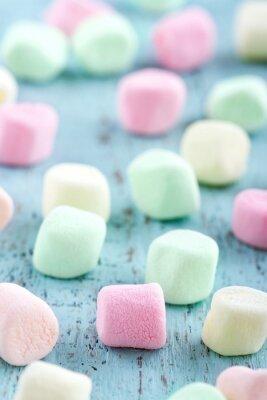 Obraz Barevné malé marshmallows na dřevěné pozadí