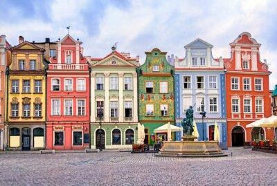 Barevné renesanční fasády na centrální tržiště v POZ
