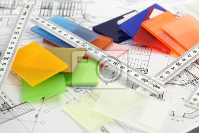 barevné vzorky z plastů a architektonické výkresy