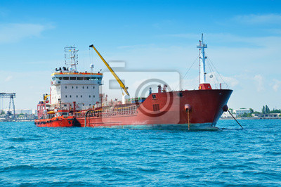 Barge v přístavu