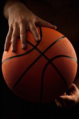 Obraz Basketbalový míč v mužských rukou