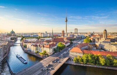 Obraz Berlín panorama panorama s televizní věží a řeky Sprévy při západu slunce, Německo