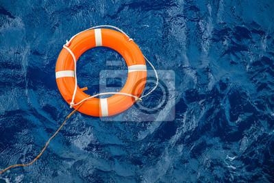 Obraz Bezpečnostní vybavení, záchranná bóje nebo záchranná bóje na moři, aby zachránili lidi před utopením.