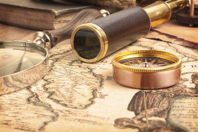 Obraz Brass dalekohled na mapě