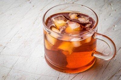 Obraz Čaj s ledem na bílém poškrábaný tabulky