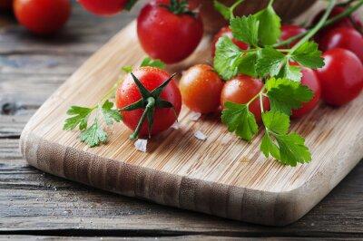 Obraz Čerstvé červené rajče se zelenou petrželovou