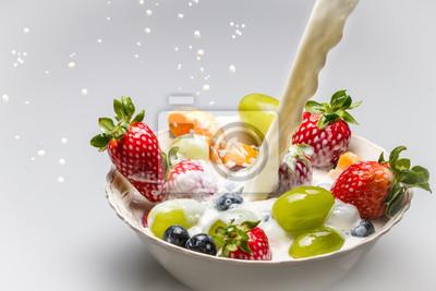 Čerstvé ovoce s mlékem