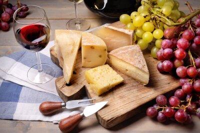 Obraz Červené víno, hrozny a sýrem