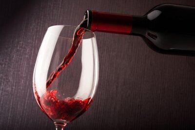 Obraz Červené víno nalil